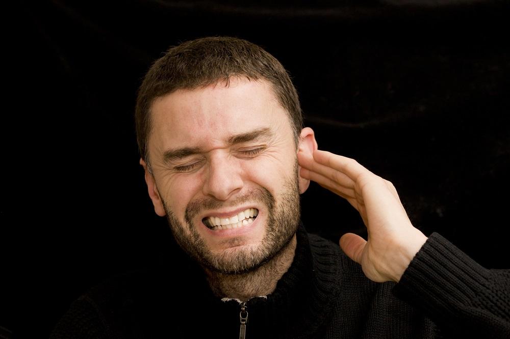 Co może być przyczyną szumów usznych?